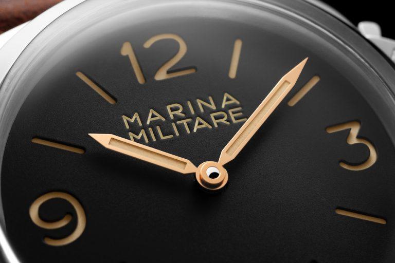 """f488d2e978e7 Este reloj panerai especial de replica de solo 1000 piezas presenta una  esfera negra clásica con la inscripción """"MARINA MILITARE"""" para rendir  homenaje a los ..."""